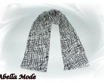 Elegant white scarf with black pattern