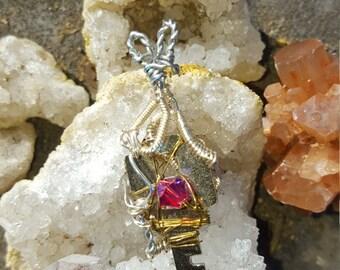 Lock wire Pendant with pink Swarvoski Crystal bead