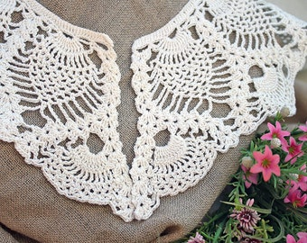 Handmade Vintage Ivory Crochet Collar with pineapple for Lady