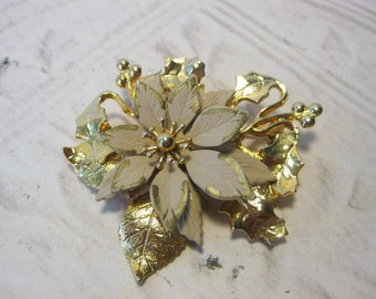 Vintage Brooch, 1980's Poinsettia Pin Brooch, Vintage Jewelry, Christmas Flower, Holiday Flower Pin, Signed KC