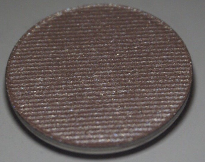 Elf Queen - Cool toned slightly greige highlighter with a hint of lavender