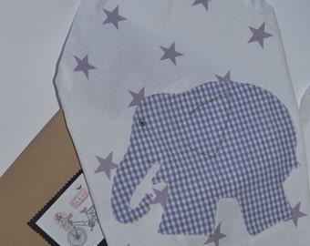 Child apron.