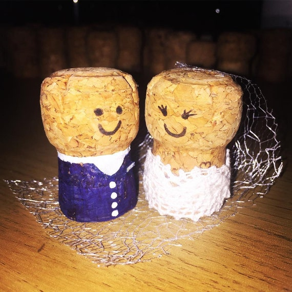 Cork Wedding Memory: Bride And Groom Cork Cake Topper