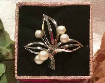 Absolutely Stunning QUALITY Vintage Solid Sterling Silver Brooch with Five Genuine CULTURED PEARLS-Polished Silver-Absolutely Lovely Design