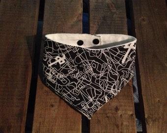 Black patterned bandana bib