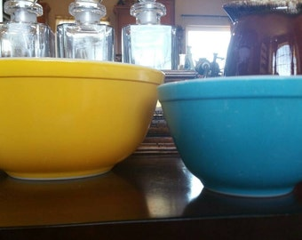 Vintage Set of 1950s Primary Color Pyrex. Yellow 403 Pyrex. Blue 401 Pyrex