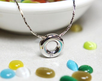 Circular Donut Shape Necklace in Silver