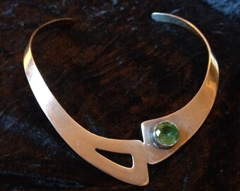 Necklace, Sterling silver open back collar with green cut jemstone