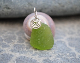 Green seaglass with swirl