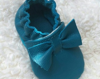 Blue bow baby shoes, baby bow shoes, blue toddler shoes, blue baby bow moccasins, baby shoes girl, blue baby booties, blue infant booties,