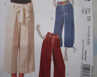 McCalls 5632 Cropped Trousers Sewing Pattern 12-20
