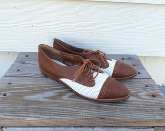 Vtg 80s two tone Brogue oxford lace up flats 7M
