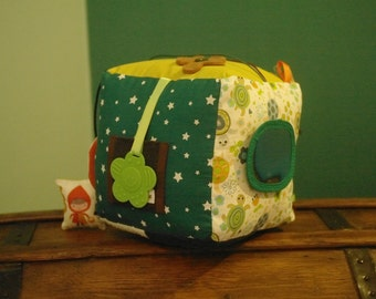 Maxi play cube / fabric for baby activity