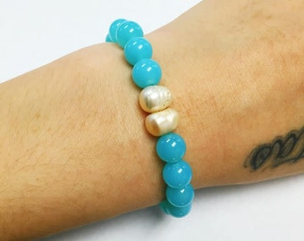 Natural Pearls and Light Blue Chalcedony Bracelet