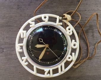 Working Vintage Electric Kitchen Clock, Mid Century Clock, White with Black Face