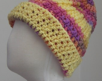 Light Yellow with Lavendar, fuschia, lavender variegated striped hat M (T3-T4)