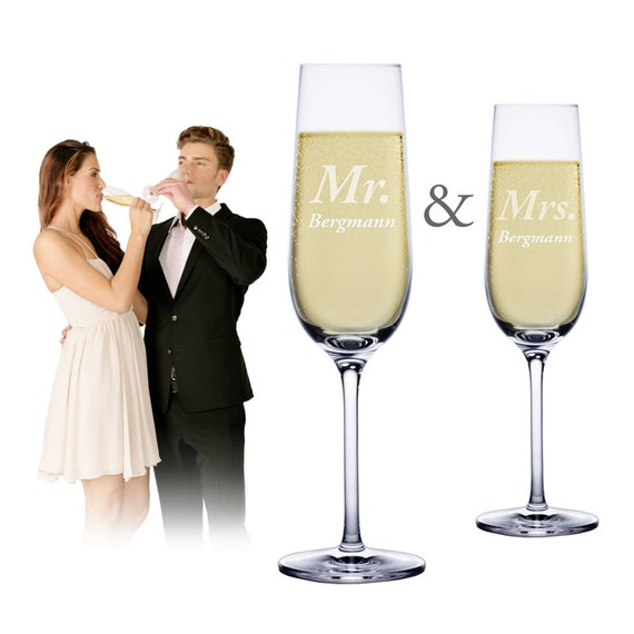 Set of 2 Personalised Champagne Flutes – Mr. and Mrs. - Engraved with Names