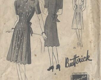 "1940s Vintage Sewing Pattern DRESS B32"" (R555) Butterick 9303"