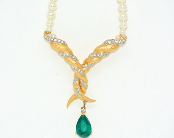 Boucher Necklace with Emerald-Green Stone