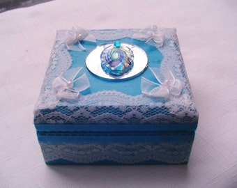 Ring box,  earring box, decorative storage, turquoise paint with white lace, originala design,  flowers, mirror and  vintage earring bling