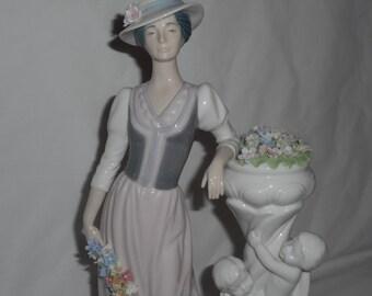 Nadal Porcelain Figurine Spain Duchess 2118 Cherubs Urn Flowers Limited Edition