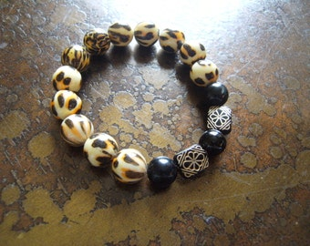 Animalistic Glass and Acrylic Beaded Stretch bracelet