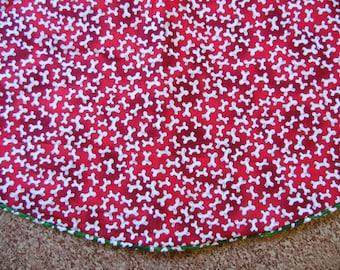 Dog Bone Tree skirt, Red & White Dog Bone Christmas Tree Skirt, Dog Lover Tree Skirt, Red Green Tree Skirt