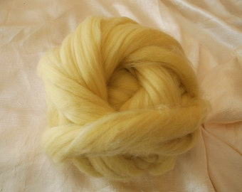 Merino wool rooving, yellow, for needlefelt, felting, spinning, weaving and more, made in Italy
