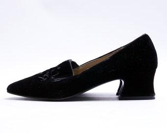 Vintage 90s Black Velvet Shoes// Retro Mod Medium Heels // Classic Black Pumps // 8 M size