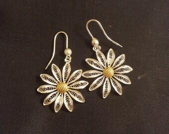 Daisy - silver filigree earrings