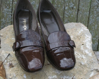Vintage Pumps - Enna Jettick 1960s Patent-Leather Pumps - Chocolate Brown Pumps by Enna Jettick - Vintage Shoes (2955-W)