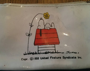Vintage 1958 Snoopy on his Dog House Zippered Coin Purse