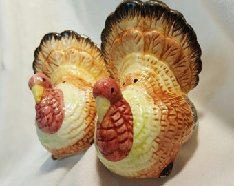 Pr Vintage Turkey Salt n Pepper Shakers for Thanksgiving and Fall Tabletops