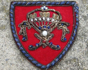 Vintage beaded applique patch crest coat of arms gold thread INDIA