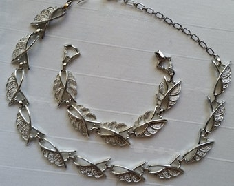 Sarah Coventry Silver Tone Necklace & Bracelet Set
