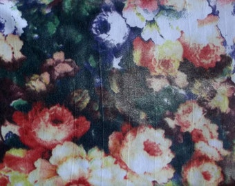 Beautiful Pin-Up Vintage-Look Bouquet Flowers Floral Poly/Spandex 4way Stretch Fabric BTY