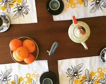 Last Set! Honeybee Placemats in 2-Sided Linen - Set of Two