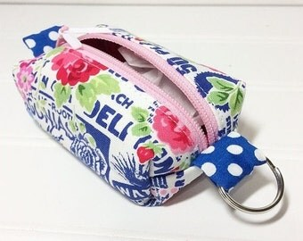 SUMMER SALE - Tiny boxy bag keychain pouch - texty roses