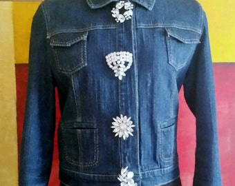 Modern meets Vintage, Denim jacket with Beautiful Vintage Rhinestone Pins for Buttons