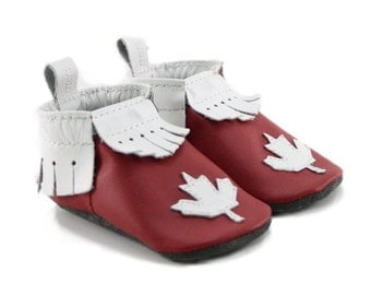 Canadian Leather Baby Shoes // Maple Leaf Baby Moccasins // Red and White Soft Shoes, Canada Day Baby Shoes // Made in Canada // Crib Shoes