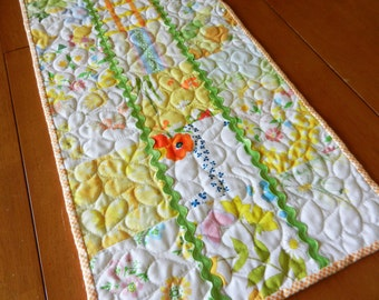 Quilted Table Runner, Recycled Vintage Sheet Table Runner, Upcycled Vintage Linens, Vintage Sheets, Vintage Linens Upcycled, Cottage Chic