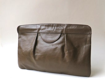 70s/80s vintage Chocolate Brown Leather Clutch