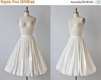 SALE Vintage 1950s White Cotton Full Skirt / Vintage 1950s Skirt / 50s Skirt / Built in Crinoline