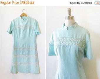 5O% OFF SALE 60s mod dress, 1960s blue linen dress, vintage linen and lace dress, medium large