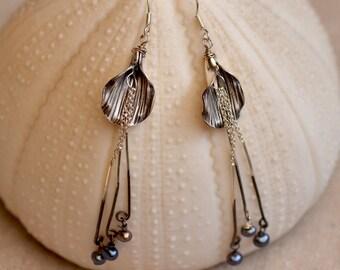 Sterling Silver Flower Earrings. Silversmith Jewelry. Gray Blue Fresh Water Pearls Earrings. Wedding Bridal Earrings. Fine Jewelry.
