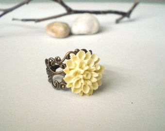 Yellow Dahlia Ring, Dahlia Flower Ring, Floral Ring, Resin Flower Ring, Adjustable Ring, Flower Ring, Garden Inspired Jewelry, Pastel Yellow