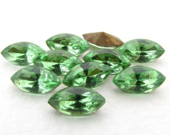 Vintage Rhinestone Peridot Navette Green Glass Stone Jewel 10x5mm rhs0561 (10)