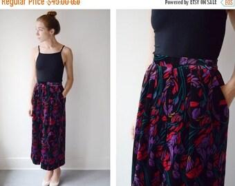 SUMMER SALE 1980s Floral Velveteen Skirt - XS