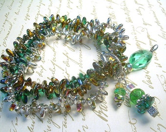 Emerald Lights - Tiny Czech Glass Dagger Stretch Bracelet and Earrings