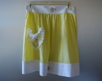 Vintage Apron - sunny yellow with white trim and hand embroidery - Cottage Chic - Farmhouse